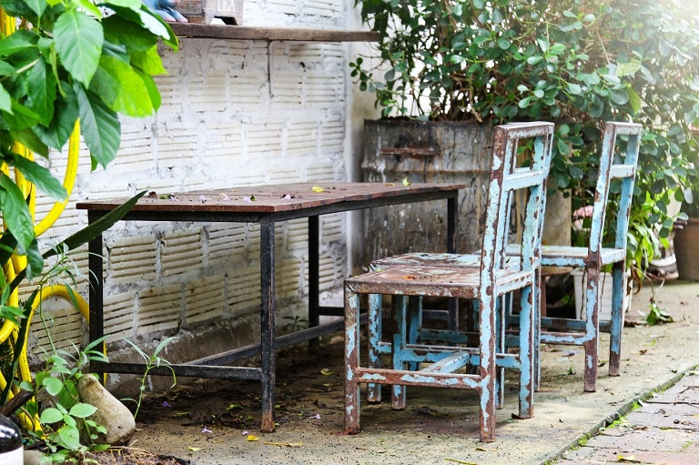 garden table and chair
